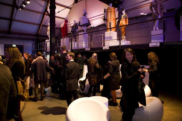 Первые лица Голландии на неделе моды в Амстердаме. Изображение № 8.