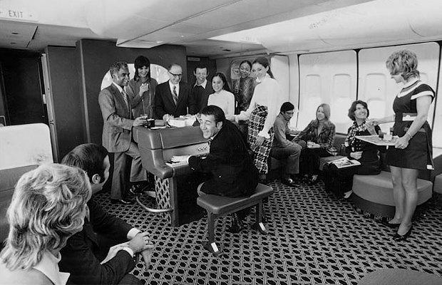 Как интерьеры самолётов стали дешёвыми и тесными. Изображение № 5.