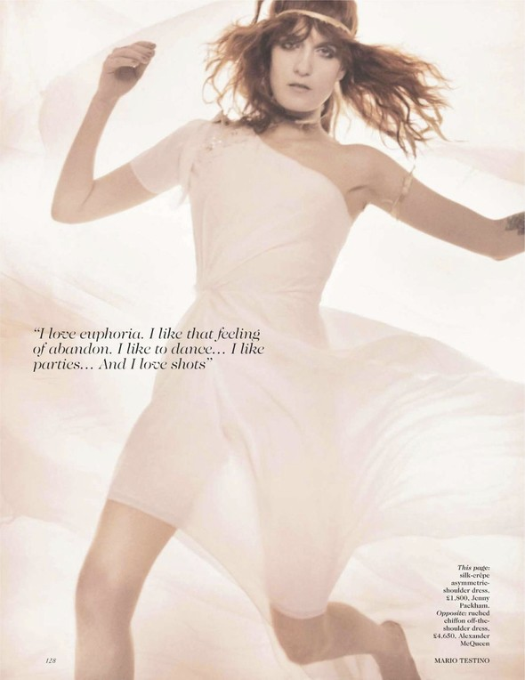 Съёмка: Флоренс Уэлш для британского Vogue. Изображение № 5.
