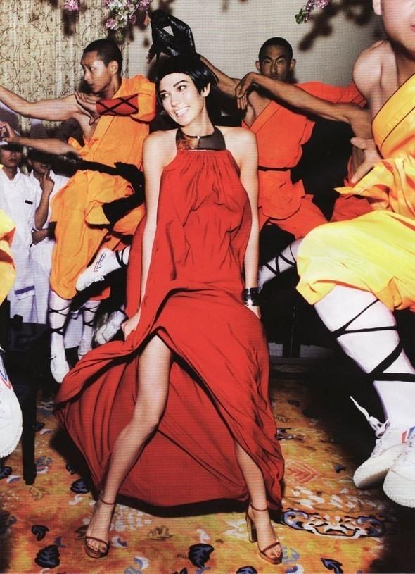 Съемка Go East! для Vogue US, сентябрь 2011. Изображение № 19.