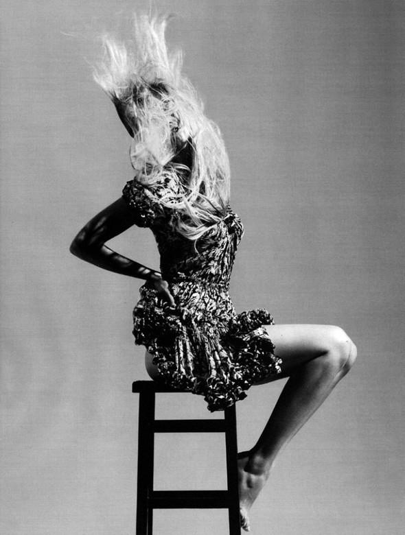 Лара Cтоун в январском Vogue: Дитя человечества. Изображение № 6.
