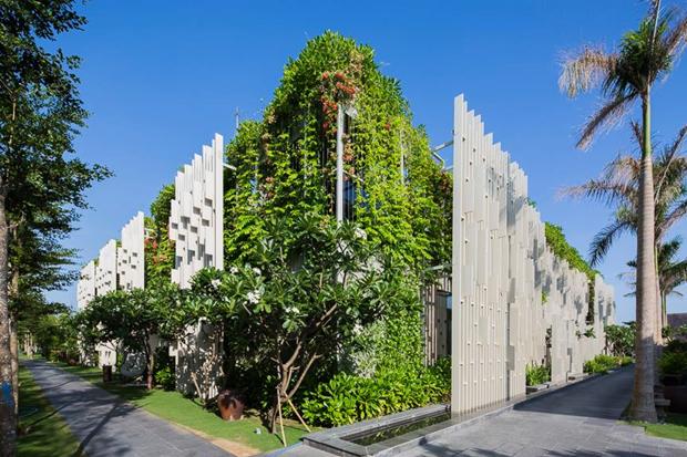Архитектура дня: белый спа-центр во Вьетнаме с растениями на фасаде. Изображение № 4.