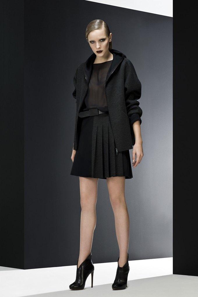 Versace, Louis Vuitton и Robert Rodriguez показали предосенние коллекции. Изображение № 10.