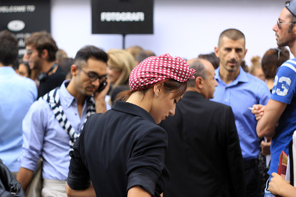 Уличная мода на Milan Fashion Week: день 1. Изображение № 9.