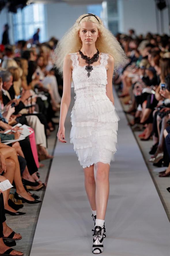 ТОП 10 белых платьев 2012 в коллекциях дизайнеров сезона весна-лето. Изображение № 9.