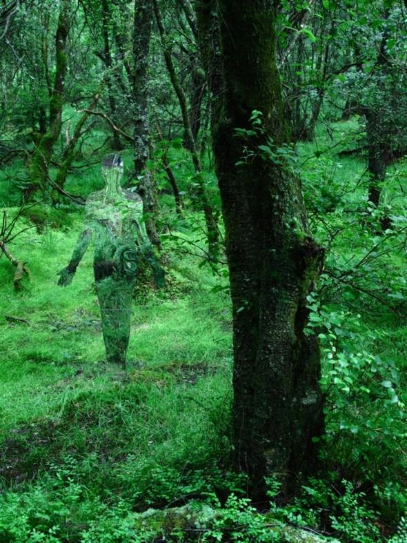 Скульптуры-призраки в шотландском лесу. Изображение № 10.