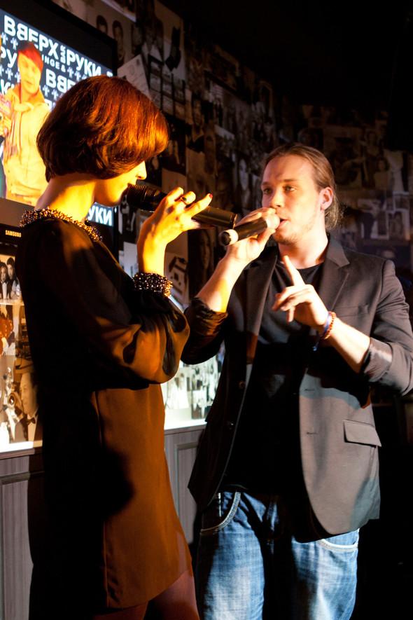 Презентация клипа группы Т9 «На расстоянии любви» в «Руки Вверх bar. Изображение № 4.