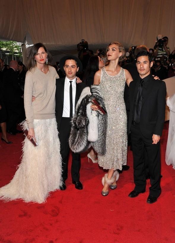 Изображение 12. 2011 MET Costume Institute Gala - Models style.. Изображение № 13.