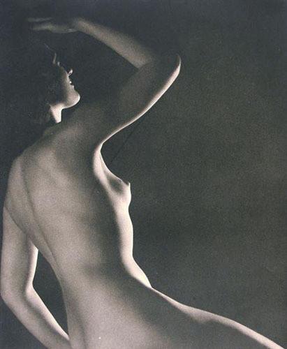 Части тела: Обнаженные женщины на винтажных фотографиях. Изображение №73.