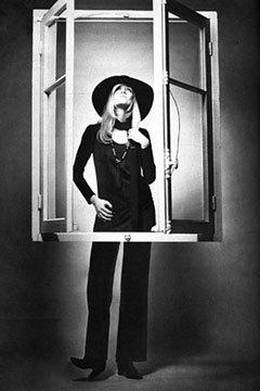 Двемузы известного дизайнера ИваСен Лорана. Изображение № 6.