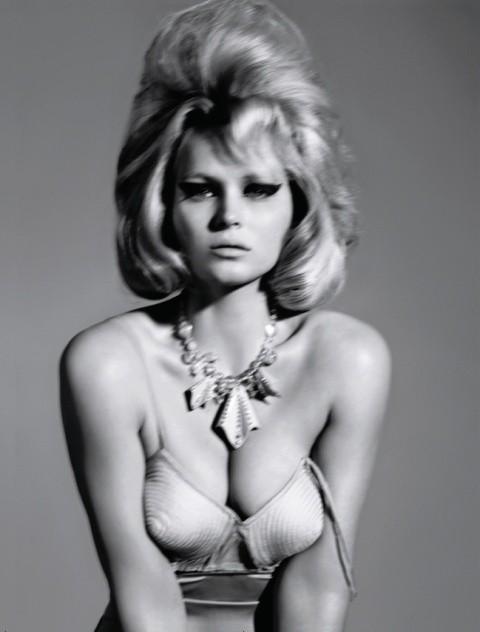 Русский Vogue: отныне в моде девушки с формами. Изображение № 7.