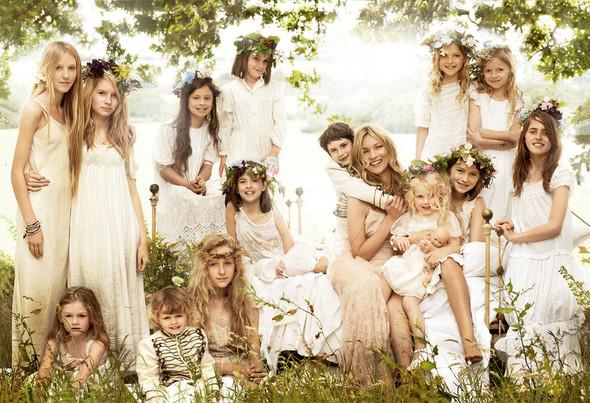 Для сентябрьской обложки американского Vogue снялась Кейт Мосс. Изображение № 4.