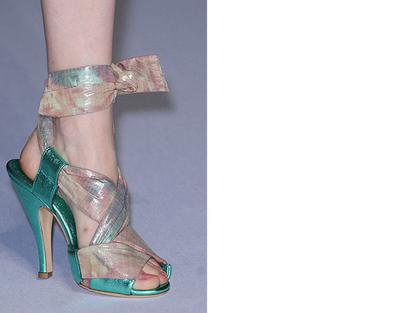 Walking in my shoes: 10 тенденций обуви весны-лета 2011. Изображение № 96.