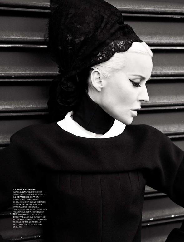 Съёмка: Дафна Гиннесс для российского Harper's Bazaar. Изображение № 6.