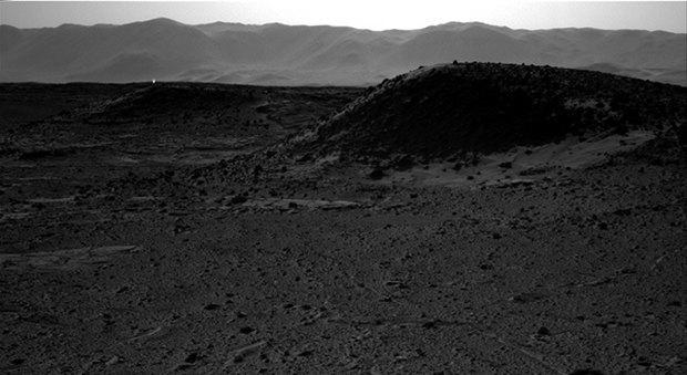 Curiosity запечатлел на Марсе загадочное свечение. Изображение № 1.