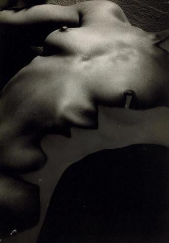 Части тела: Обнаженные женщины на винтажных фотографиях. Изображение №95.