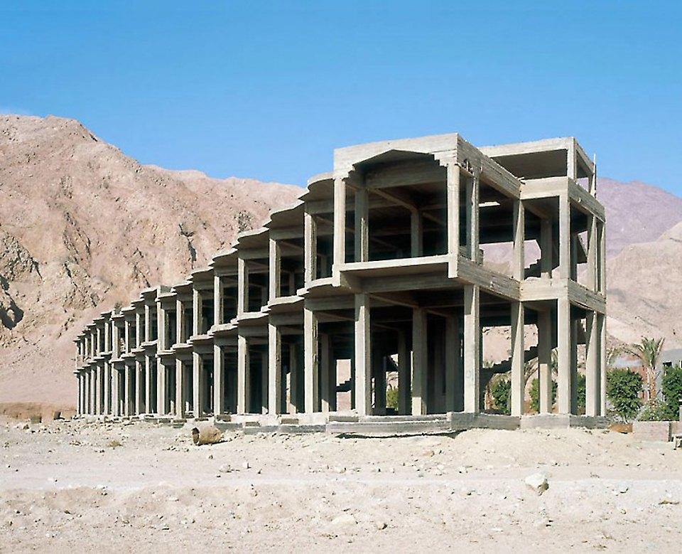 Что осталось от роскошных гостиниц в египетской пустыне. Изображение № 5.