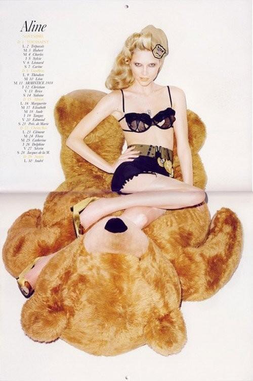 Vogue Paris 2008-2009-2010 Calendar. Изображение № 25.