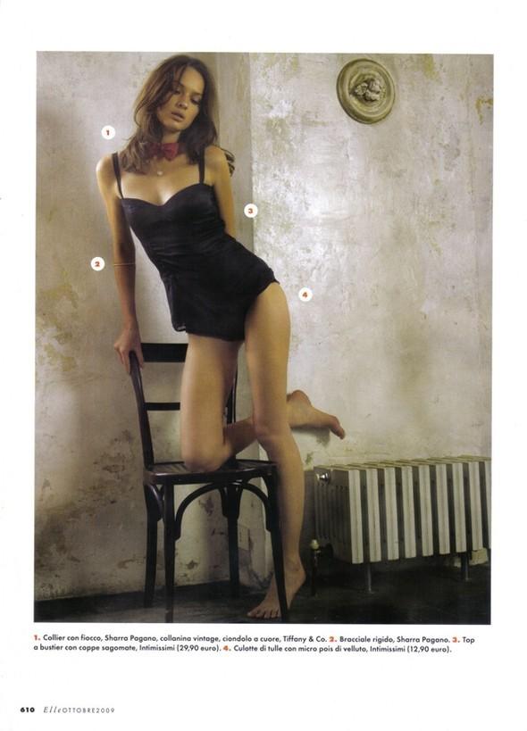 Elle Italia – October 2009 – Elle Anteprima. Изображение № 2.