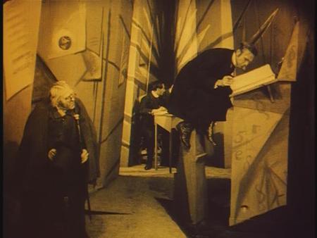 «Кабинет доктора Калигари»Роберт Вине. триллер, 1919. Изображение № 6.