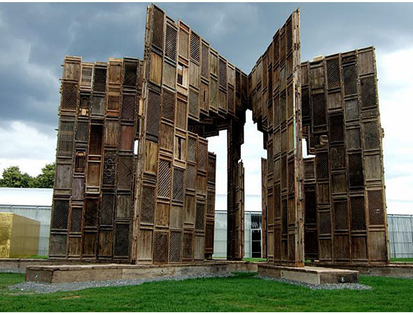 Гигантомания: 20 огромных скульптур современных художников. Изображение № 17.