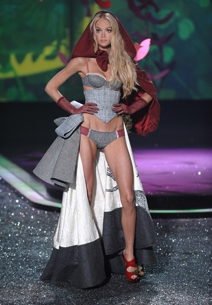Victoria's Secret Fashion Show 2009–2010. Изображение № 8.
