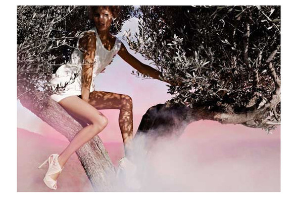 Новые рекламные кампании: Fendi, Mango, McQueen, Hermes. Изображение № 7.