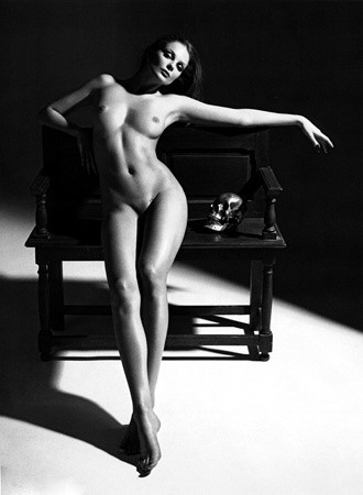 Части тела: Обнаженные женщины на фотографиях 1990-2000-х годов. Изображение №204.