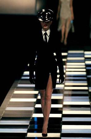 Givenchy FW 1998. Изображение № 13.