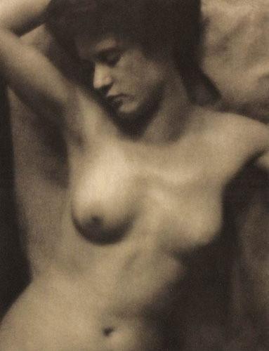 Части тела: Обнаженные женщины на винтажных фотографиях. Изображение № 9.