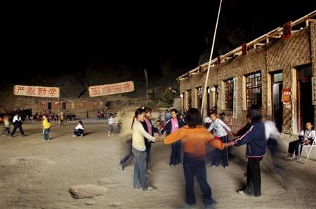 Школа впещере, вграфстве Ziyun. Китай. Изображение № 5.