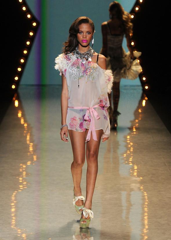 New York Fashion Week: Betsey Johnson Spring 2012. Изображение № 13.