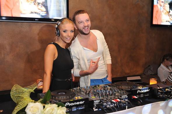 Девушка Блонда стала DJ Lady Blond и презентовала клип. Изображение № 1.