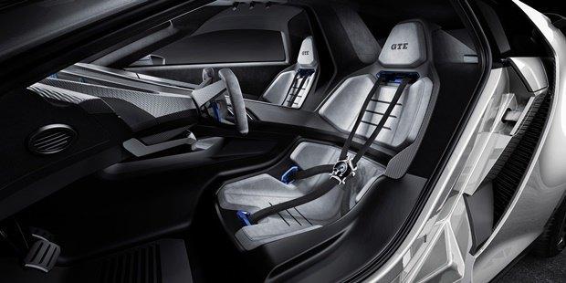 Volkswagen показал концепт автомобиля Golf GTE Sport . Изображение № 9.