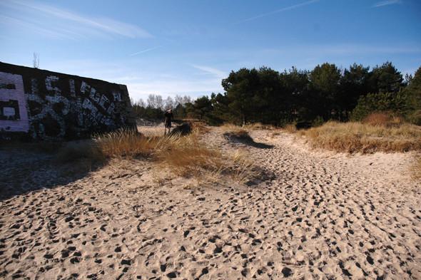 Германия: Балтийское море, пустынные пляжи заброшенного курорта и старинный поезд на острове Рюген. Изображение № 49.