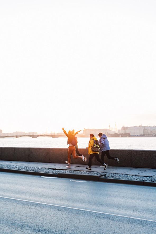 Фото: Эрик Панов; стиль: Мария Фролова; макияж: Мария Козлова; прически: Екатерина Конорева; модели: Юля Кошелева, Кира Пиевская, Алиса Роговская, Никита Жарков, Алексей Мелешко. Изображение № 13.