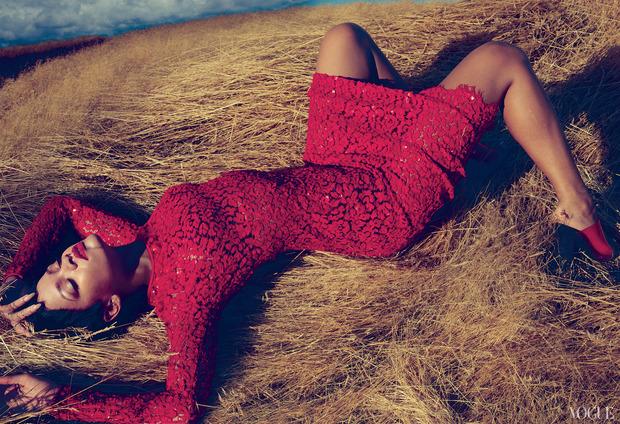 Рианну сняла Энни Лейбовиц для ноябрьского Vogue US.. Изображение № 2.