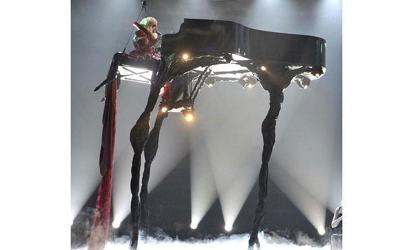Выступление Леди Гаги на Brit Awards. Изображение № 1.