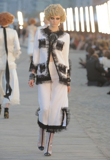 Chanel 2010 Cruise collection. Изображение № 17.