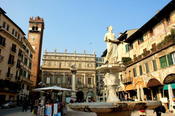 Piazza delle Erbe. Изображение № 38.