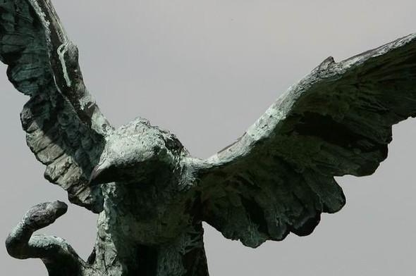 Скульптуры Джерзи Кедзиоры, парящие в воздухе. Изображение № 12.