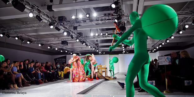 Fashion-перфоманс от SKIF Fashion. AURORA FASHION WEEK Russia SS13. Изображение № 11.