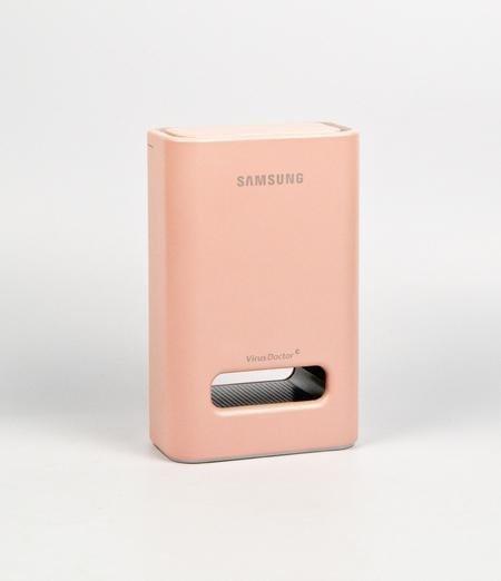 Ионизатор воздуха Samsung Virus Doctor   Удобное обслуживание, интуитивно понятное управление, изящный дизайн.  Модель: SA501TBSER Цвет: Розовый Размер: 6,3 x 11,8 x 11 см. Изображение № 4.