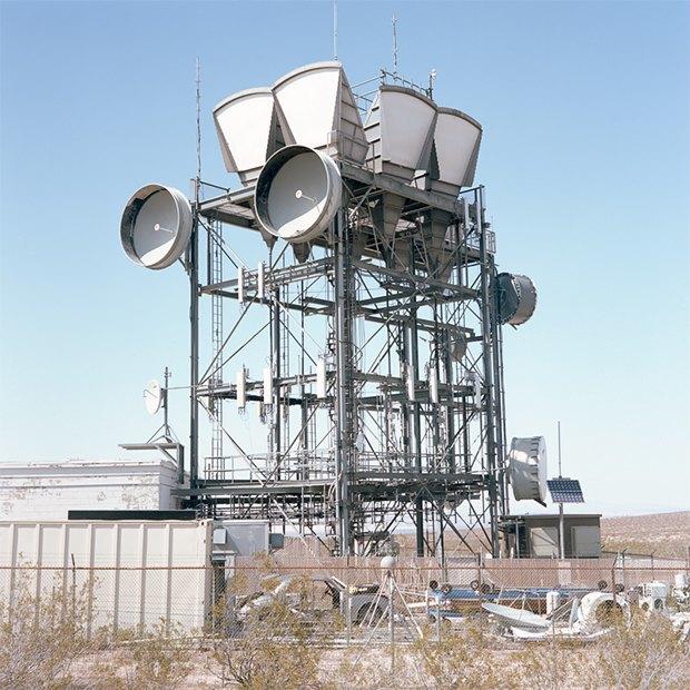 Заброшенные телефонные башни вгорах ипустынях . Изображение № 16.