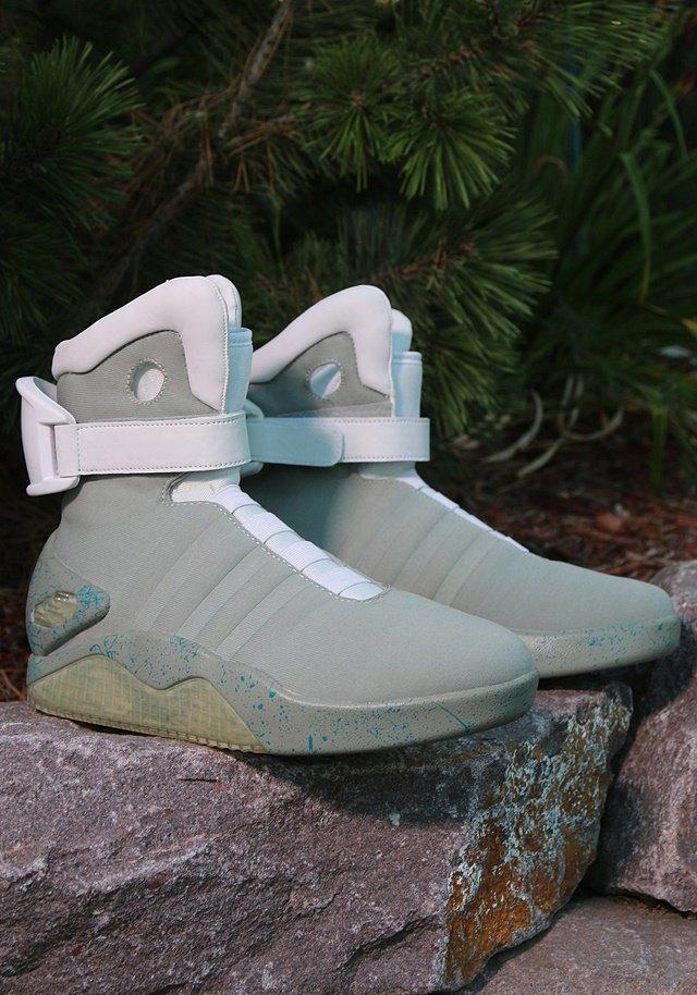 В сентябре начнут продавать кроссовки из «Назад в будущее 2». Изображение № 3.
