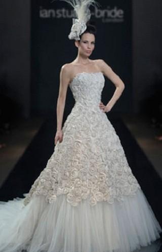 """""""Выбираем свадебное платье!"""" 93 идеи ведущих дизайнеров. Изображение № 10."""