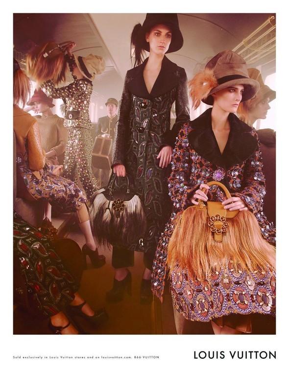Превью кампаний: Prada, Louis Vuitton, Valentino и другие. Изображение № 17.