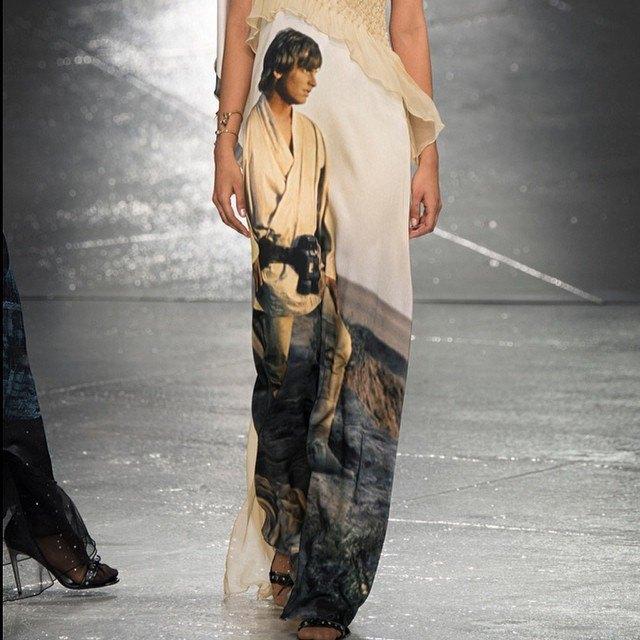 В Нью-Йорке представлена коллекция платьев по мотивам «Звёздных войн». Изображение № 3.