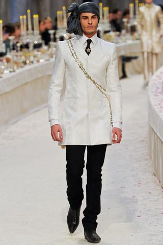 Chanel показали пре-осеннюю коллекцию. Изображение № 67.