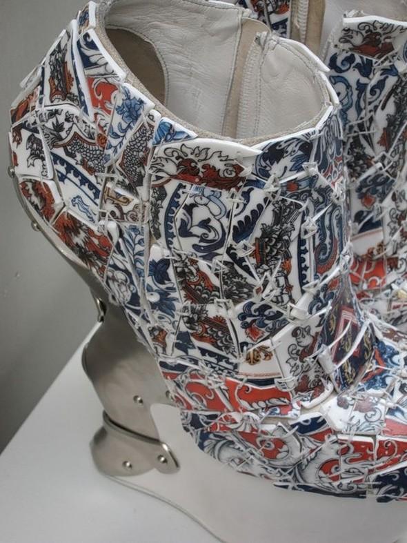 О фарфоровом платье ALEXANDER MCQUEEN и Саре Бёртон. Изображение № 3.
